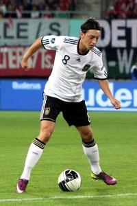 640px-Mesut_Özil,_Germany_national_football_team_(04)